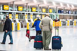 THEMENBILD - Airport Muenchen, Franz Josef Strauß (IATA: MUC, ICAO: EDDM), Der Flughafen Muenchen zählt zu den groessten Drehkreuzen Europas, rund 100 Fluggesellschaften verbinden ihn mit 230 Zielen in 70 Laendern, im Bild Passagiere in der Abflughalle warten // THEME IMAGE, FEATURE - Airport Munich, Franz Josef Strauss (IATA: MUC, ICAO: EDDM), The airport Munich is one of the largest hubs in Europe, approximately 100 airlines connect it to 230 destinations in 70 countries. picture shows: Passengers wait in the departure hall, Munich, Germany on 2012/05/06. EXPA Pictures © 2012, PhotoCredit: EXPA/ Juergen Feichter