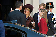 Bezoek van Koning Felipe VI en Koningin Letizia van Spanje aan Nederland.<br /> <br /> Visit of King Felipe VI and Queen Letizia of Spain to the Netherlands.<br /> <br /> Op de foto / On the Photo: Koning Felipe VI en Koningin Letizia van Spanje vertrekken van Paleis Noordeinde - Koning Willem Alexander en koningin Maxima  ////  King Felipe VI and Queen Letizia of Spain leave from Noordeinde Palace - King Willem Alexander and Maxima queen