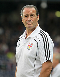 16.09.2010, Red Bull Arena, Salzburg, AUT, UEFA Euroleague , Red Bull Salzburg vs Manchester City, im Bild Huub Stevens, (FC Red Bull Salzburg, Headcoach), EXPA Pictures © 2010, PhotoCredit: EXPA/ R. Hackl