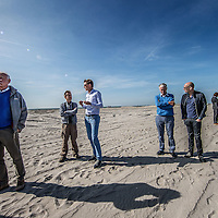 Nederland, Lelystad, 24 september 2016.<br /> Op zaterdag 24 september 2016 zet staatssecretaris Martijn van Dam van Economische Zaken (natuur) als eerste voet op de Marker Wadden. Natuurmonumenten legt samen met Rijkswaterstaat en Boskalis de komende jaren een archipel aan eilanden aan, die de natuur in het Markermeer een enorme impuls gaat geven. De staatssecretaris brengt samen met natuur- en watersportliefhebbers een bezoek aan het eerste eiland van dit innovatieve en grootschalige natuurproject. Dit eerste eiland omvat circa 250 hectare. De eerste fase van Marker Wadden omvat in totaal zo'n 800 hectare, boven- en onderwaternatuur, en moet klaar zijn in 2020.<br /> Op de foto: Staatsecretaris Martijn van Dam en zijn gevolg zet voet aan de grond van de eerste Marker eiland.<br /> <br /> <br /> Netherlands, Lelystad, September 24, 2016<br /> On Saturday, September 24th 2016 Martijn van Dam, secretary of Economic Affairs (nature) first sets foot on the Marker Wadden. Natuurmonumenten lays together with Rijkswaterstaat and Boskalis (Royal Boskalis Westminster N.V. is a leading global services provider operating in the dredging, maritime infrastructure and maritime services sectors) an archipelago of islands in the coming years that will give nature in the Markermeer a huge boost.<br /> Natuurmonumenten (Dutch Society for Nature Conservation) is going to restore one of the largest freshwater lakes in western Europe by constructing islands, marshes and mud flats from the sediments that have accumulated in the lake in recent decades. These 'Marker Wadden' will form a unique ecosystem that will boost biodiversity in the Netherlands. (source: www.natuurmonumenten.nl)<br /> The Secretary reunites with nature and water sports enthusiasts visiting the first island of this innovative and large-scale conservation project. This first island comprises approximately 250 hectares. The first phase of Marker Wadden comprises a total of 800 hectares, above and underwater nature, and should be ready in 2020.<br /> In the photo: Minist