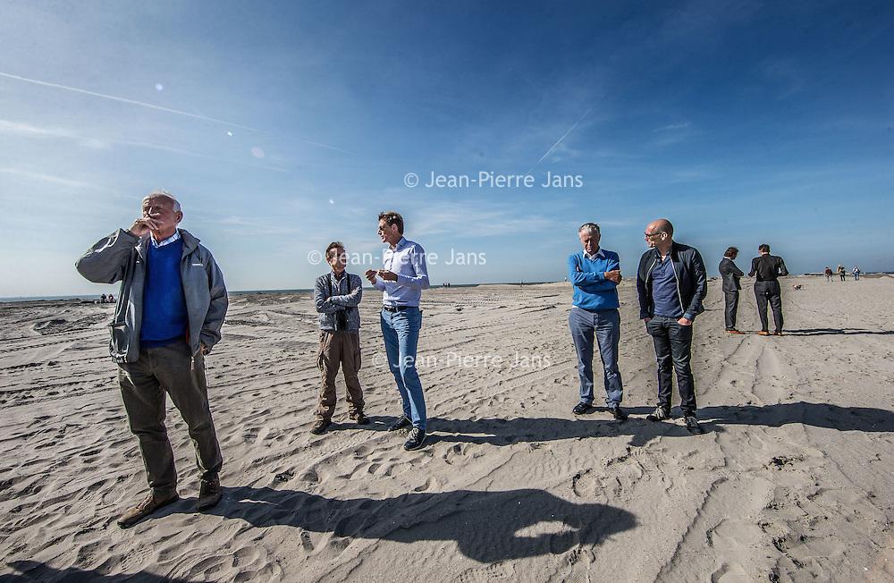 Nederland, Lelystad, 24 september 2016.<br /> Op zaterdag 24 september 2016 zet staatssecretaris Martijn van Dam van Economische Zaken (natuur) als eerste voet op de Marker Wadden. Natuurmonumenten legt samen met Rijkswaterstaat en Boskalis de komende jaren een archipel aan eilanden aan, die de natuur in het Markermeer een enorme impuls gaat geven. De staatssecretaris brengt samen met natuur- en watersportliefhebbers een bezoek aan het eerste eiland van dit innovatieve en grootschalige natuurproject. Dit eerste eiland omvat circa 250 hectare. De eerste fase van Marker Wadden omvat in totaal zo'n 800 hectare, boven- en onderwaternatuur, en moet klaar zijn in 2020.<br /> Op de foto: Staatsecretaris Martijn van Dam en zijn gevolg zet voet aan de grond van de eerste Marker eiland.<br /> <br /> <br /> Netherlands, Lelystad, September 24, 2016<br /> On Saturday, September 24th 2016 Martijn van Dam, secretary of Economic Affairs (nature) first sets foot on the Marker Wadden. Natuurmonumenten lays together with Rijkswaterstaat and Boskalis (Royal Boskalis Westminster N.V. is a leading global services provider operating in the dredging, maritime infrastructure and maritime services sectors) an archipelago of islands in the coming years that will give nature in the Markermeer a huge boost.<br /> Natuurmonumenten (Dutch Society for Nature Conservation) is going to restore one of the largest freshwater lakes in western Europe by constructing islands, marshes and mud flats from the sediments that have accumulated in the lake in recent decades. These 'Marker Wadden' will form a unique ecosystem that will boost biodiversity in the Netherlands. (source: www.natuurmonumenten.nl)<br /> The Secretary reunites with nature and water sports enthusiasts visiting the first island of this innovative and large-scale conservation project. This first island comprises approximately 250 hectares. The first phase of Marker Wadden comprises a total of 800 hectares, above and underwater nature, and