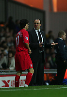 Fotball<br /> Premier League England 2004/2005<br /> Foto: SBI/Digitalsport<br /> NORWAY ONLY<br /> <br /> 30.10.2004<br /> Blackburn Rovers v Liverpool<br /> <br /> Liverpool's manager, Rafael Benitez (R), explains the plan to substitute, Luis Garcia (L), as team-mate Djibril Cisse is stretchered off the field.