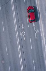 THEMENBILD - ein Auto auf der Strasse und Bodenmarkierungen mit Wegweiser eines Kreisverkehrs, aufgenommen am 13. April 2020 in Schüttdorf, Österreich // a car on the road and road marks with direction sign of a roundabout, Schuettdorf, Austria on 2020/04/13. EXPA Pictures © 2020, PhotoCredit: EXPA/ JFK