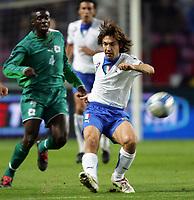 Fotball<br /> Privatlandskamp<br /> 16.11.2005<br /> Italia v Elfenbenskysten <br /> Foto: Graffiti/Digitalsport<br /> NORWAY ONLY<br /> <br /> Andrea Pirlo Italy Abib Kolo Toure Cote d'Ivoire