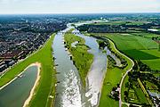 Nederland, Gelderland / Overijssel, Deventer, 17-07-2017; IJssel met uiterwaarden met spoorbrug, ter hoogte van de Ossenwaard. Om het IJsselwater bij hoogwater sneller af te voeren zijn bij Deventer zijn in het kader van het programma Ruimte voor de Rivier de uitwaarden vergraven om een hoogwatergeul te creëren. Foto stroomopwaarts.<br /> NOOT: Zie ook opnames van de oorspronkelijke situatie.<br /> IJssel with floodplains. In order to facilitate the flood of water from river IJssel at high waters, floodplains have been has excavated and and a flood chanel has been created.<br /> See also recordings of the original situation.<br /> luchtfoto (toeslag op standard tarieven);<br /> aerial photo (additional fee required);<br /> copyright foto/photo Siebe Swart