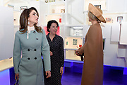 Officieel bezoek Jordanie aan Nederland - Dag 1<br /> <br /> Koningin Maxima  en koningin Rania bekijken onder andere de Victory Boogie Woogie tijdens een bezoek aan het Gemeentemuseum. <br /> <br /> Official visit Jordan to the Netherlands - Day 1<br /> <br /> Queen Maxima and Queen Rania view the Victory Boogie Woogie during a visit to the Gemeentemuseum.