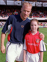 Dennis Bergkamp with the Arsenal mascot before the match. F.A.Carling Premiership, 23/9/2000. Credit: Colorsport / Stuart MacFarlane.