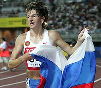 GEPA-2708074161 - OSAKA,JAPAN,27.AUG.07 - LEICHTATHLETIK, SPORT DIVERS - IAAF, Leichtathletik Weltmeisterschaft 2007, 3000m Huerden, Damen. Bild zeigt Yekaterina Volkova (RUS) mit Fahne. <br /> <br /> Norway only