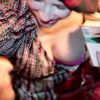 """Nederland,Amsterdam ,16 februari 2006.<br /> Schrijfster columnist Heleen van Royen tijdens de boekpresentatie van haar laatste roman """"de Ontsnapping"""" in Rain op Rembrandtplein.<br /> Boekpresentatie.Decolleté.Publiciteit. Foto: Jean-Pierre Jans"""