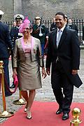 Prinsjesdag 2013 - Aankomst Parlementariërs bij de Ridderzaal op het Binnenhof.<br /> <br /> Op de foto: Gevolmachtigd minister van Aruba - Edwin Abath en partner