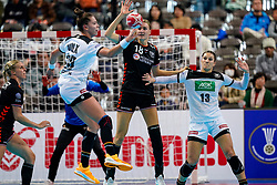 08-12-2019 JAP: Netherlands - Germany, Kumamoto<br /> First match Main Round Group1 at 24th IHF Women's Handball World Championship, Netherlands lost the first match against Germany with 23-25. / Kelly Dulfer #18 of Netherlands, Julia Behnke #13 of Germany
