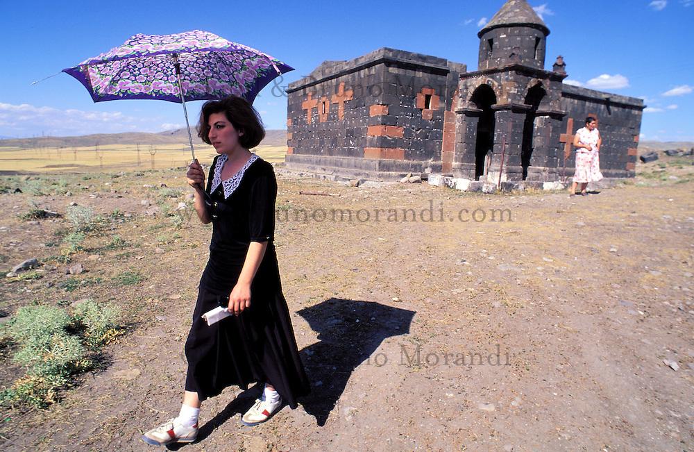 Armenie - Eglise dans les environs d'Erevan. //Armenia, Church around Erevan.