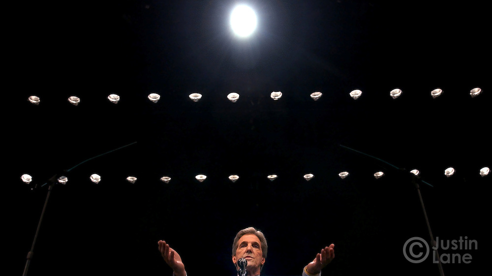United States Senator and Democratic Candidate for President John Kerry (C) addresses a crowd at the F.M. Kirby Center in Wilkes-Barre, Pennsylvania Tuesday, 19 Oct, 2004. <br />EPA/JUSTIN LANE