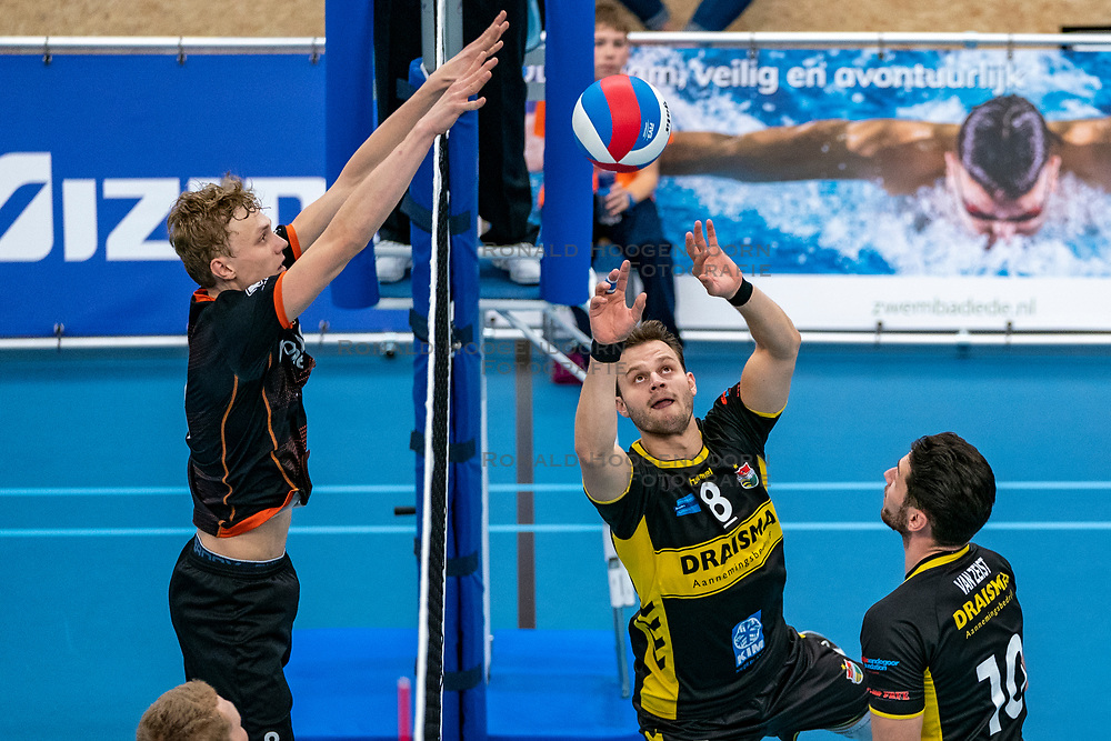 26-10-2019 NED: Talentteam Papendal - Draisma Dynamo, Ede<br /> Round 4 of Eredivisie volleyball - Freek de Weijer #8 of Dynamo