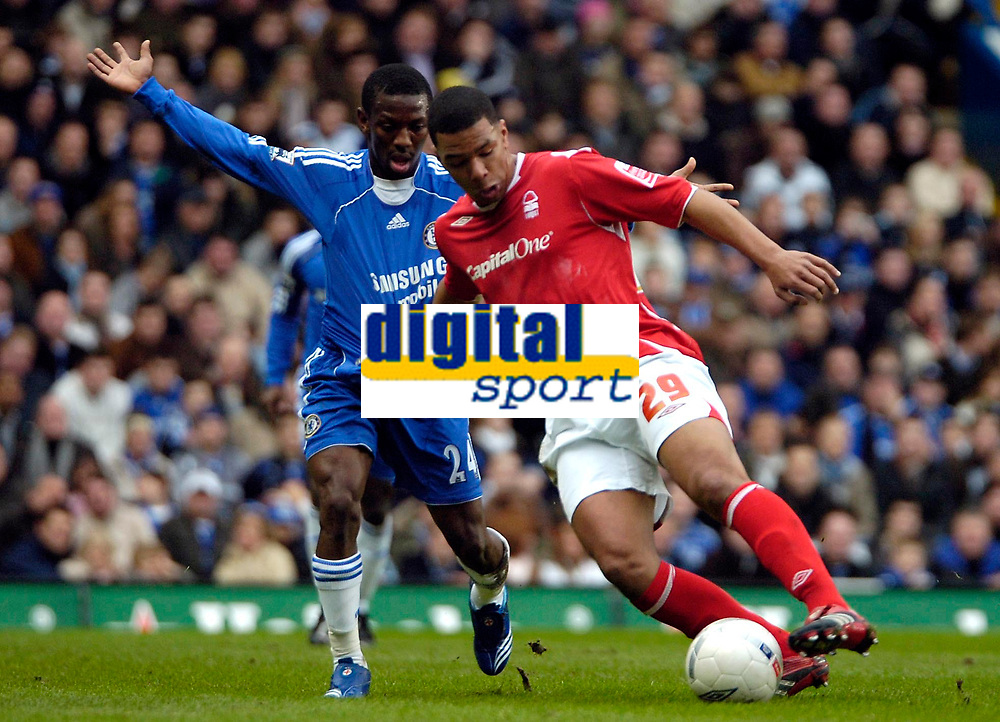 Photo: Ed Godden/Sportsbeat Images.<br /> Chelsea v Nottingham Forest. The FA Cup. 28/01/2007.<br /> Forest's Julian Bennett (R), holds off Shaun Wright-Phillips.