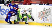 Ishockey<br /> 12 mars 2010<br /> Getligaen<br /> Vålerenga - Manglerud/Star<br /> Justin Bostrom , Manglerud/Star<br /> Regan Kelly , Vålerenga<br /> Foto : Reidar Talset , Digitalsport