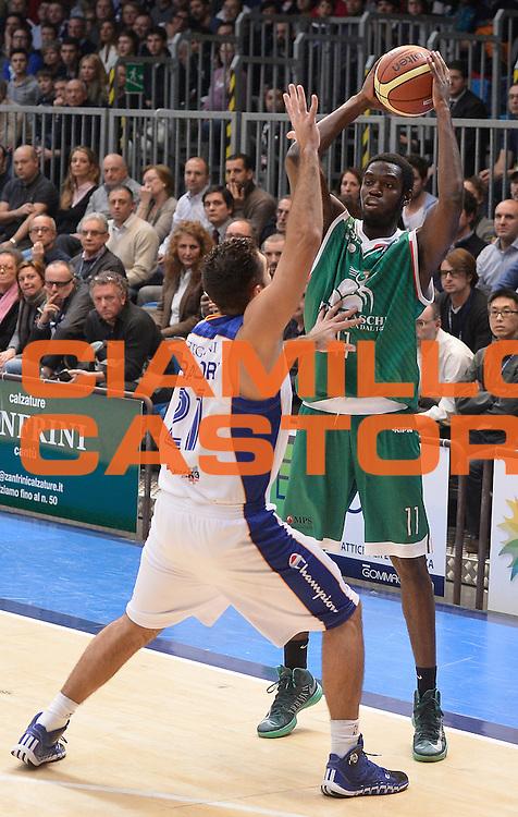 DESCRIZIONE : Cantu' campionato serie A 2013/14 Acqua Vitasnella Cantu' Montepaschi Siena<br /> GIOCATORE : Josh Carter<br /> CATEGORIA : passaggio<br /> SQUADRA : Montepaschi Siena<br /> EVENTO : Campionato serie A 2013/14<br /> GARA : Acqua Vitasnella Cantu' Montepaschi Siena<br /> DATA : 24/11/2013<br /> SPORT : Pallacanestro <br /> AUTORE : Agenzia Ciamillo-Castoria/R.Morgano<br /> Galleria : Lega Basket A 2013-2014  <br /> Fotonotizia : Cantu' campionato serie A 2013/14 Acqua Vitasnella Cantu' Montepaschi Siena<br /> Predefinita :