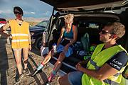 Iris Slappendel (links) praat met haar trainers na een goede run. Het Human Power Team Delft en Amsterdam, dat bestaat uit studenten van de TU Delft en de VU Amsterdam, is in Amerika om tijdens de World Human Powered Speed Challenge in Nevada een poging te doen het wereldrecord snelfietsen voor vrouwen te verbreken met de VeloX 7, een gestroomlijnde ligfiets. Het record is met 121,44 km/h sinds 2009 in handen van de Francaise Barbara Buatois. De Canadees Todd Reichert is de snelste man met 144,17 km/h sinds 2016.<br /> <br /> With the VeloX 7, a special recumbent bike, the Human Power Team Delft and Amsterdam, consisting of students of the TU Delft and the VU Amsterdam, wants to set a new woman's world record cycling in September at the World Human Powered Speed Challenge in Nevada. The current speed record is 121,44 km/h, set in 2009 by Barbara Buatois. The fastest man is Todd Reichert with 144,17 km/h.