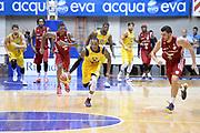 DESCRIZIONE : Desio Trofeo Lombardia Lega A 2014-15 Vanoli Cremona Openjob Metis Varese<br /> GIOCATORE : Kenny Hayes<br /> CATEGORIA : Palleggio Contropiede Composizione<br /> SQUADRA : Vanoli Cremona<br /> EVENTO : Trofeo Lombardia 2014<br /> GARA : Vanoli Cremona Openjob Metis Varese<br /> DATA : 21/09/2014<br /> SPORT : Pallacanestro<br /> AUTORE : Agenzia Ciamillo-Castoria/Max.Ceretti<br /> Galleria : Lega Basket A 2014-2015<br /> Fotonotizia : Desio Trofeo Lombardia Lega A 2014-15 Vanoli Cremona Openjob Metis Varese<br /> Predefinita :
