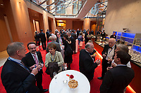 "25 MAY 2012, BERLIN/GERMANY:<br /> Networking vor Beginn der Gala Dinners, Global Business Dialogue ""Beyond Uncertain Times: A Growth Agenda"", axica Konferenzzentrum<br /> IMAGE: 20120525-02-083"
