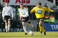 Fotball - 1. mai 2002. Odd Grenland - Start i Skien. Kimmo Tauriainen, Start mot Jan Frode Nornes, Odd.<br /> <br /> Foto: Andreas Fadum, Digitalsport