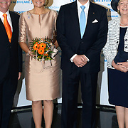 Koning en koningin bezoeken Noordrijn-Westfalen. Koning Willem Alexander en Koningin Maxima bezoeken het onderzoeksinstituut Fraunhofer IML<br /> <br /> King and Queen visit North Rhine-Westphalia.<br /> King Willem Alexander and Queen Maxima visit  research Fraunhofer IML<br /> <br /> Op de foto / On the photo: <br /> <br />  Koning Willem Alexander en Koningin Maxima komen aan<br /> <br /> King Willem Alexander and Queen Maxima arrive