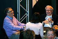 Berkshire Hathaway CEO Warren Buffett (R) plays bridge with Microsoft founder Bill Gates on the Berkshire Hathaway annual meeting weekend in Omaha, Nebraska, U.S. May 7, 2017. REUTERS/Rick Wilking