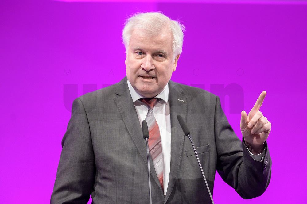 06 JAN 2020, KOELN/GERMANY:<br /> Horst Seehofer, CSU, Bundesinnenminister, haelt eine Rede, dbb Jahrestagung, Koeln Messe<br /> IMAGE: 20200106-01-115