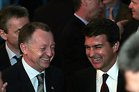 Fotball<br /> Foto: Dppi/Digitalsport<br /> NORWAY ONLY<br /> <br /> FOOTBALL - CHAMPIONS LEAGUE 2006 - QUATER FINAL DRAW - 10/03/2006 <br /> <br /> JEAN MICHEL AULAS (LYON PDT) AND JOAN LAPORTA (BARCELONA PDT) DURING THE DRAW