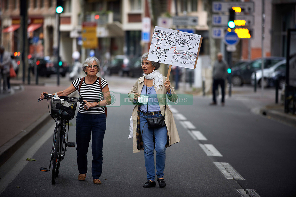 June 14, 2018 - Toulouse, France - Two retired women walk along the demonstration. Several trade unions called retired people to demonstrate against the policies of Macron on retirement and retired people and broadly against his social policies. The mouvement is nationwide. Toulouse. France. June 14th 2018. (Credit Image: © Alain Pitton/NurPhoto via ZUMA Press)