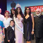 NLD/Hilversum/20131208 - Miss Nederland finale 2013,  Miss Nederland Universe Yasmin Verheijen met haar familie en ouders