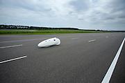 Het Human Power Team Delft en Amsterdam (HPT) traint op de RDW baan in Lelystad met de VeloX2 voor de recordpoging in september. Het HPT hoopt dan in Amerika meer dan 133 km/h te rijden over 200 meter.<br /> <br /> Human Powered Team Delft and Amsterdam (HPT) is training at the RDW test track in Lelystad with the VeloX2 for the record attempt in september.