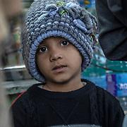 20190204 Calcutta, West Bengal Indien<br /> Howrah Kolkata<br /> Liten pojk vid ett gatukök Howrah järnvägstation<br /> <br /> FOTO : JOACHIM NYWALL KOD 0708840825_1<br /> COPYRIGHT JOACHIM NYWALL<br /> <br /> ***BETALBILD***<br /> Redovisas till <br /> NYWALL MEDIA AB<br /> Strandgatan 30<br /> 461 31 Trollhättan<br /> Prislista enl BLF , om inget annat avtalas.
