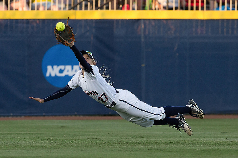 Victoria Draper (27) makes a diving catch in center field in the 6th inning. <br /> Florida State Seminoles vs Auburn Tigers in the semifinals of the Women's College World Series in Oklahoma City, Okla. on Sunday, June 5, 2016. <br /> Zach Bland/For the Opelika-Auburn News