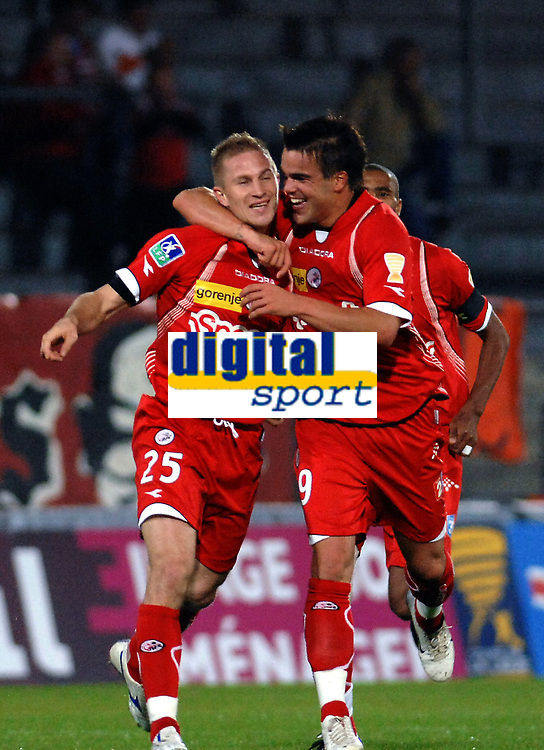 Fotball<br /> Frankrike<br /> Foto: Dppi/Digitalsport<br /> NORWAY ONLY<br /> <br /> FOOTBALL - FRENCH LEAGUE CUP 2007/2008 - 16TH FINAL - VALENCIENNES FC v FC SOCHAUX - 26/09/2007 - RUDY MATER (VAL) CELEBRATES HIS GOAL WITH FILIP SEBO