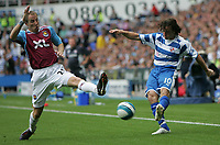 Photo: Lee Earle.<br /> Reading v West Ham United. The FA Barclays Premiership. 01/09/2007.West Ham's Lee Bowyer (L) blocks a Stephen Hunt cross.