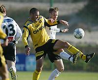 Fotball, La Manga, Spania. 26. februar 2002. Lillestrøm - Rosenborg 1-0. Clayton Zane, Lillestrøm, mot Erik Hoftun, Rosenborg.