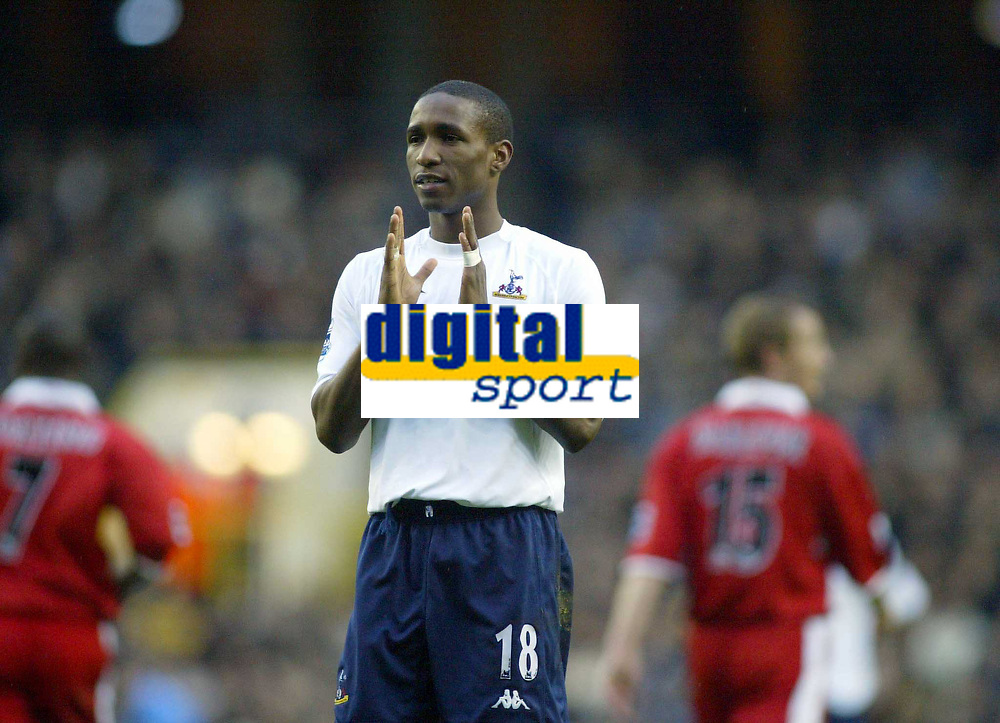 Fotball<br /> Premier League 2004/05<br /> Tottenham v Middlesbrough<br /> 28. november 2004<br /> Foto: Digitalsport<br /> NORWAY ONLY<br /> Tottenham's Jermain Defoe shows to everyone how far wide his shot on goal officially was