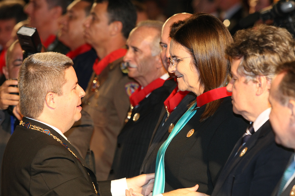 Ouro Preto_MG, Brasil.<br /> <br /> O Governador de Minas Gerais Antonio Anastasia entrega a Medalha da Inconfidencia a Maria das Gracas Silva Foster, presidente da Petrobras, a cerimonia aconteceu em Ouro Preto, Minas Gerais.<br /> <br /> The Governor of Minas Gerais, Antonio Anastasia delivers the Inconfidence Medal to Maria das Gracas Silva Foster, president of Petrobras, the ceremony happened in Ouro Preto, Minas Gerais.<br /> <br /> Foto: RODRIGO LIMA / NITRO