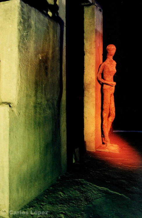 Photographs of the workshop of the peruvian sculptor Carlos Lopez, using the technique of light painting.