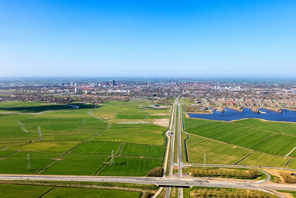 Nederland, Friesland, Leeuwarden, 01-05-2013; Walwei (N31), afslag Wergea met Drachtsterweg gezien naar Leeuwarden. Rechts van de weg Teerns (Tearns) onderdeel van de wijk Zuiderburen. Vinexlocatie.<br /> The city of Leeuwarden in the polder, right the newly constructed residential area Zuiderburen (Southern neighbours). <br /> luchtfoto (toeslag op standard tarieven);<br /> aerial photo (additional fee required);<br /> copyright foto/photo Siebe Swart