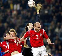 Fotball , 08. oktober 2005 , VM-kvalifisering , Norge - Moldova 1-0<br /> Norway - Moldova<br /> Evgheni Hmaruc Moldova mot Erik Hagen og Marius Johnsen Norge