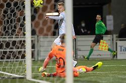 Oskar Snorre (HB Køge) redder afslutning fra Andreas Smed (FC Helsingør) under kampen i 1. Division mellem HB Køge og FC Helsingør den 4. december 2020 på Capelli Sport Stadion i Køge (Foto: Claus Birch).