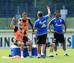 02.07.2015, Trainingsanlage, Gelsenkirchen, GER, 1. FBL, Schalke 04, Training, im Bild v.l. Sead Kolasinac (Schalke), Roman Neustaedter (Schalke), Cheftrainer Andre Breitenreiter (Schalke), Julian Draxler (verdeckt, Schalke) und Co-Trainer Volkan Bulut (Schalke) amuesieren sich // during a Trainingssession of German Bundesliga Club FC Schlake 04 at the Trainingsanlage in Gelsenkirchen, Germany on 2015/07/02. EXPA Pictures © 2015, PhotoCredit: EXPA/ Eibner-Pressefoto/ Hommes<br /> <br /> *****ATTENTION - OUT of GER*****
