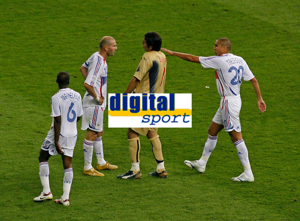 Photo: Glyn Thomas.<br />Italy v France. FIFA World Cup 2006 Final. 09/07/2006.<br /> Italy's Gianluigi Buffon (second from R) confronts France's Zinedine Zidane (second from L) before he is sent off.