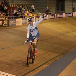 28-12-2015: Wielrennen: NK Baan: Alkmaar   <br />ALKMAAR (NED) baanwielrennen<br />Op de wielerbaan van Alkmaar streden de wielrenners om de nationale baantitels  <br />Vera Koedooder pakt de titel