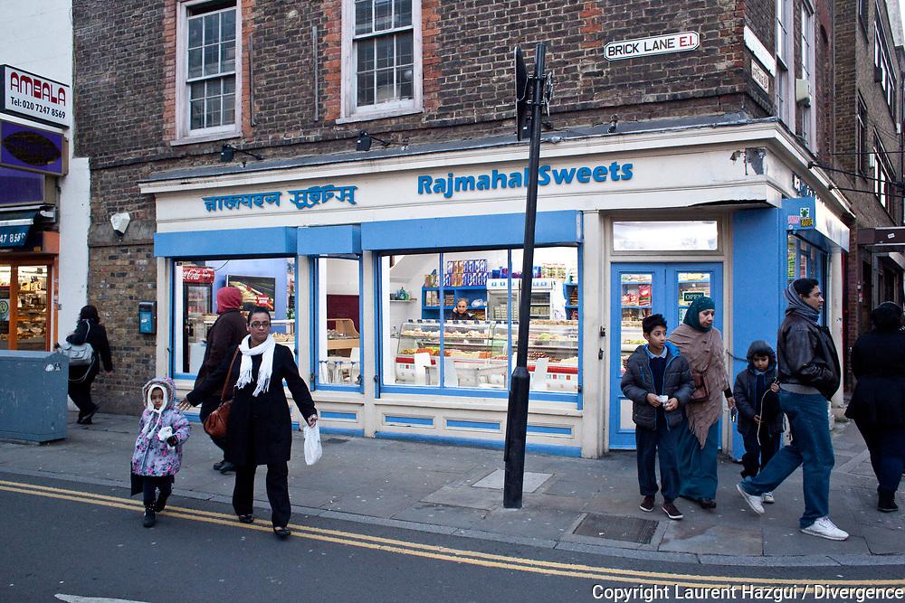 Novembre 2013. Londres. Spitalfields et Shoreditch. Brick Lane. Reportage sur Londres hors des sentiers battus avec la visite de quatre quartiers méconnus des touristes. NOVEMBER 2013. LONDON OFF THE TRACK, VISIT OF FOUR UNSUNG DISTRICTS OF THE CAPITAL. SPITALFIELDS AND SHOREDITCH. BRICK LANE.