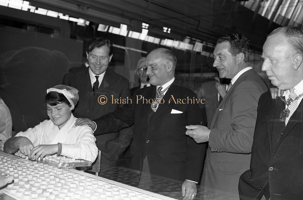 17/04/1963<br /> 04/17/1963<br /> 17 April 1963<br /> Lord Mayor of Birmingham visits Fry-Cadbury factory, Colock, Malahide Road, Dublin. Image shows: Lord Mayor of Birmingham, Ernest Horton (centre) meeting staff at the plant, also present are Raymond Sellers, (left and Richard Godsil (second from right), Joint Managing Directors and Lord Mayor of Dublin J.J. O'Keeffe on right.