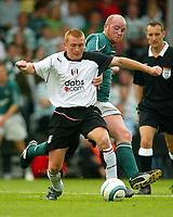 Fotball<br /> England 2004/05<br /> Treningskamp<br /> Fulham v Celtic<br /> 18. juli 2004<br /> Foto: Digitalsport<br /> NORWAY ONLY<br /> Mark Pembridge of Fulham (L) battles with countryman John Hartson