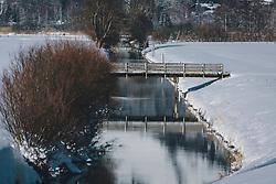 THEMENBILD - eine kleine Holzbrücke im winterlichen Naturschutzgebiet, aufgenommen am 06. Februar 2020 in Zell am See, Oesterreich // a small wooden bridge in the winter nature reserve, in Zell am See, Austria on 2020/02/06. EXPA Pictures © 2020, PhotoCredit: EXPA/Stefanie Oberhauser